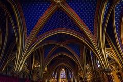 Techo de la capilla más baja en el Sainte-Chapelle en París, Francia imagen de archivo