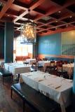 Techo de madera caliente de la decoración interior del restaurante Fotos de archivo