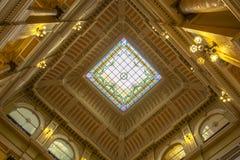 Techo del pasillo central de la biblioteca nacional de Rio de Janeiro imágenes de archivo libres de regalías
