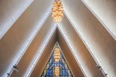 Techo dentro de la catedral ártica imagenes de archivo