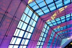 Techo iluminado violeta de interior fotografía de archivo