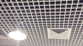 Techo interior diseñado con madera fotografía de archivo libre de regalías