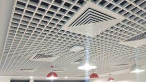 Techo interior diseñado hermoso con l luces de e d fotografía de archivo