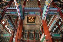 Techo interior hermoso de un rey de la casa que vivió en el palacio de Gyeongbok del 11 de enero de 2016 en Seul, Corea Fotografía de archivo libre de regalías