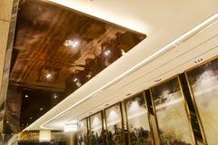 Techo llevado del edificio comercial moderno fotografía de archivo