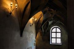 Techo saltado en la catedral gótica y los elementos antiguos de la decoración en el estilo medieval Tradiciones culturales Imagen de archivo