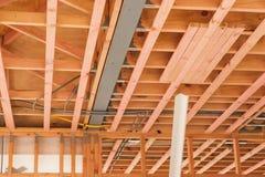 Techos de madera, hogares constructivos en Nueva Zelanda Foto de archivo libre de regalías