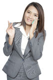 Tecido facial de utilização bonito novo bonito asiático de mulher de negócio Imagem de Stock Royalty Free