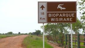 Tecken av 'Bioparque Wisirare ', arkivfilmer