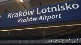 Tecken av den Krakow flygplatsen lager videofilmer