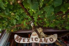 Tecken av den mexicanska restaurangen i en lantlig stil Royaltyfri Foto