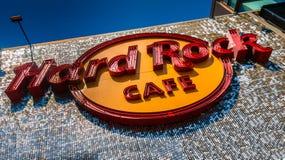 Tecken av Hard Rock Cafe Hollywood på den Hollywood boulevarden arkivfoto
