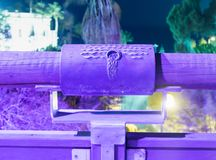 Tecken av zodiakVattumannen på bron av den önskande BridgeSignen av zodiakVattumannen på bron av den önskande bron in Arkivbilder