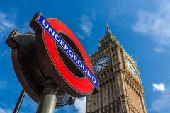 Tecken Big Ben och London för underjordisk station Arkivfoton