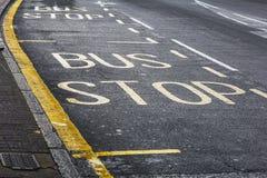 """tecken för """"Busstop"""" Arkivfoto"""