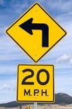 tecken för 20 kurvmph Arkivfoton