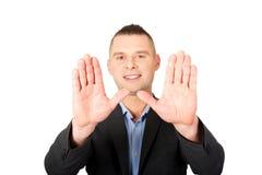 Tecken för affärsmangeststopp med hans händer Arkivfoto