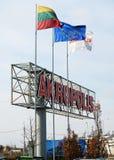 Tecken för AKROPOLIS-shoppingmitt på April 12, 2014, Vilnius, Litauen. Royaltyfria Foton