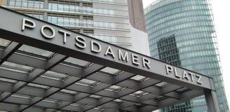tecken för berlin platzpotsdamer Royaltyfri Fotografi