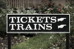Tecken för biljetter och drev Arkivbilder