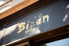 Tecken för Bizen ölstång arkivfoto