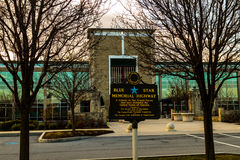 Tecken för blå stjärna på byggnad för PA-Turnpikeadministration Royaltyfri Bild