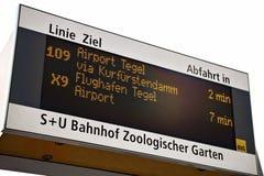 Tecken för bussstation Arkivfoton