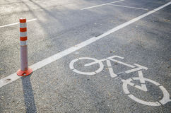 Tecken för cykelgränd på vägen Fotografering för Bildbyråer