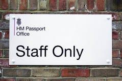 Tecken för den brittiska HMEN Passport Office Royaltyfria Foton