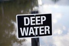 Tecken för djupt vatten Arkivfoto
