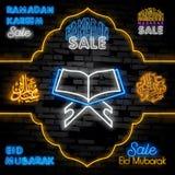 Tecken för Eid mubarak neonRamadan Sale neon Glödande stångbokstäver och lykta på tegelstenbakgrund Ljus annonsering för natt vek vektor illustrationer