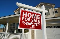 tecken för försäljning för home hus för gods verkligt rött Royaltyfri Bild