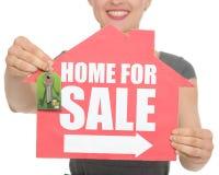 tecken för försäljning för home tangenter för closeup Arkivbilder