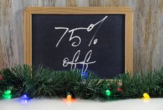 tecken för försäljning för 75 procentjul på svart tavla Royaltyfri Fotografi