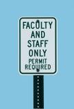 tecken för fakultetparkeringsskola Royaltyfri Foto
