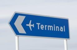 Tecken för flygplatsterminal Arkivbild