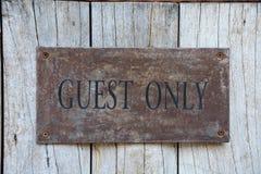 Tecken för gäst endast Royaltyfri Bild