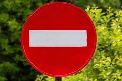 Tecken för gata för tappningbuse rött arkivfoton