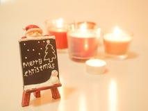 Tecken för glad jul med stearinljus Arkivfoton