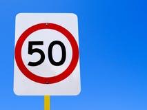 tecken för 50 hastighetsbegränsning Royaltyfria Bilder