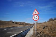 Tecken för hastighetsgräns royaltyfri foto