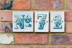 Tecken för husnummer 72 Arkivfoto