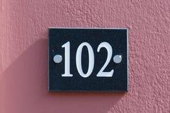 Tecken för husnummer 102 Fotografering för Bildbyråer