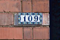 Tecken för husnummer 109 Arkivfoton