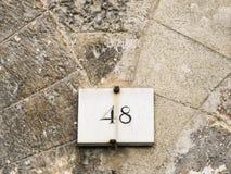 Tecken för husnummer 48 Royaltyfria Bilder