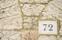 Tecken för husnummer 72 Royaltyfri Bild