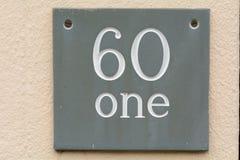 Tecken för husnummer 61 på väggen Fotografering för Bildbyråer