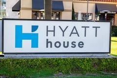 Tecken för Hyatt hushotell arkivbilder