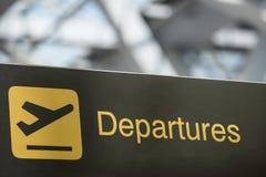 Tecken för information om om flygplatsavvikelse & ankomst Fotografering för Bildbyråer