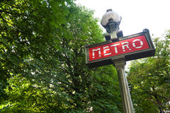 tecken för inställning för metroparis park Arkivfoto
